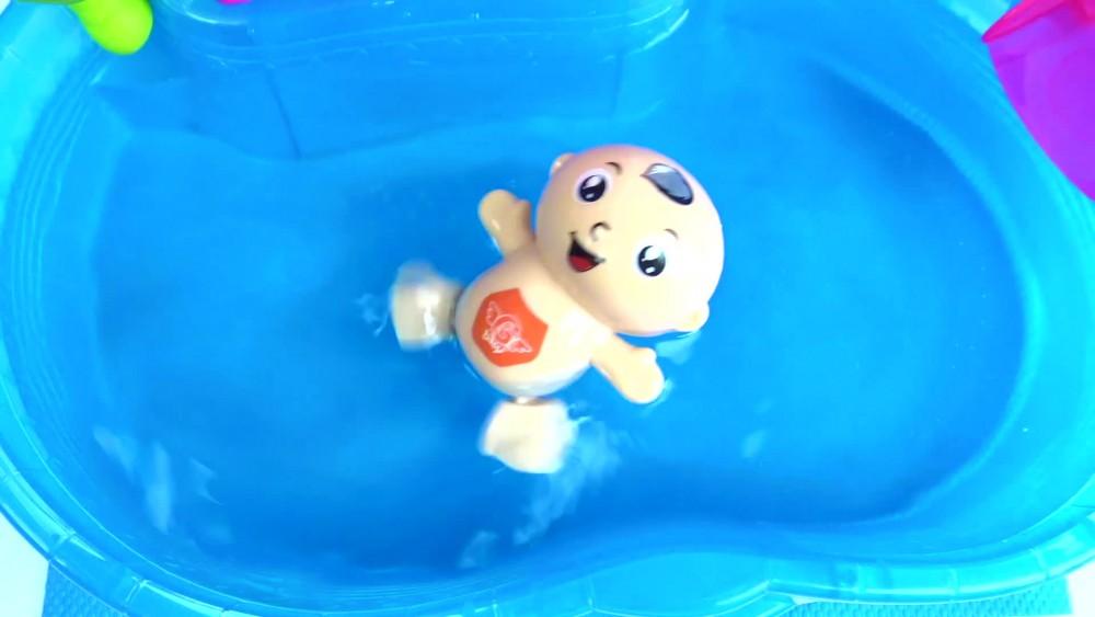 Kurmalı Oyuncak Havuzda Yüzen bebeğim ve Masal bebek ile Fış fış kayıkçı Ninnisi dinle.