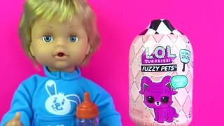 Cicciobello oyuncak bebeği Dadı oyunu oynuyoruz. LOL Sürpriz Fuzzy Pets açıyoruz.